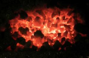 žhavé uhlí